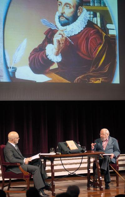 Caballero Bonald conversa con Jesús Vigorra. © Luis Serrano