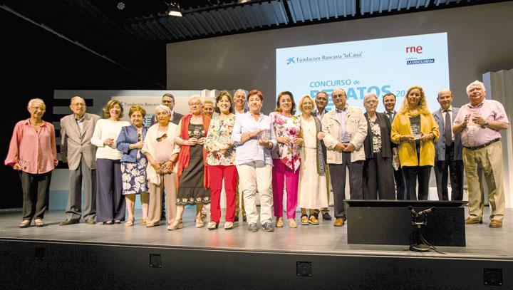 Finalistas del certamen y miembros del jurado en el acto de entrega de premios