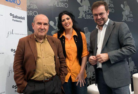 Alberto González Troyano, Eva Díaz Pérez y Javier Sierra. © Luis Serrano
