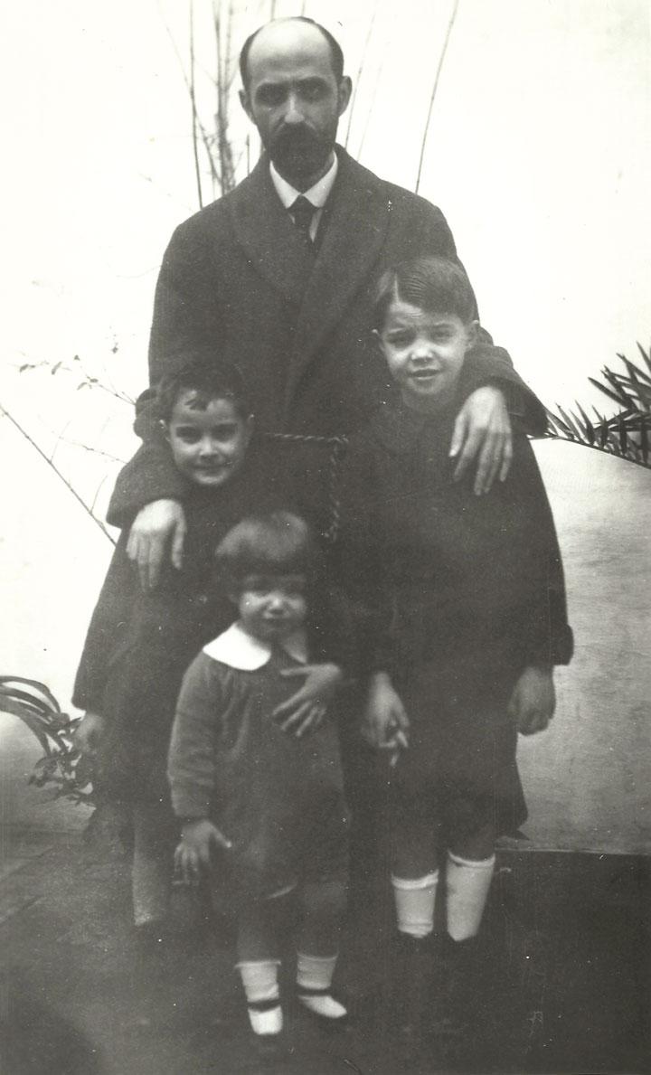 JRJ con sus sobrinos José, Juan Ramón y Francisco en 1920