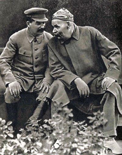 Stalin y Máximo Gorki en 1932, tras el regreso del escritor de su exilio italiano