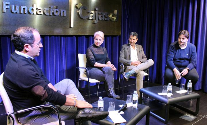 Susi Díaz, Paco Roncero y Xanty Elías, en la mesa redonda moderada por José María Montero