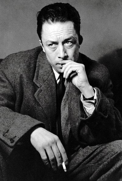 Albert Camus, durante una visita a Londres en 1952. © Kurt Hutton