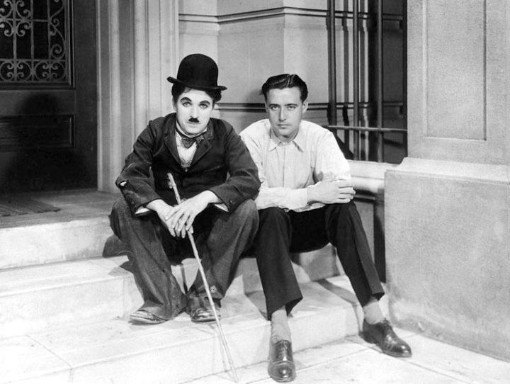 Charles Chaplin y un joven Edgard Neville (1899-1967) en el Hollywood de finales de los años veinte