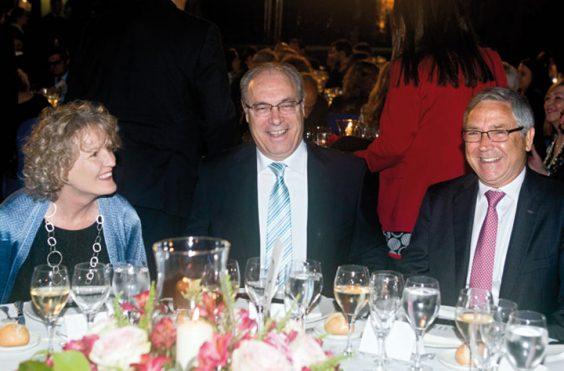 Sile Maguire, embajadora de Irlanda en España; Juan Pablo Durán, presidente del Parlamento de Andalucía, y Jean-Paul Rignault, presidente de Fundación AXA. © Luis Serrano / Juan Carlos Cazalla