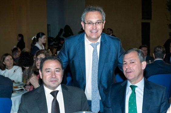 Ricardo Sánchez Antúnez, alcalde de Mairena del Alcor; Juan Manuel Alejo, alcalde de El Pedroso, y José Luis Sanz, alcalde de Tomares. © Luis Serrano / Juan Carlos Cazalla