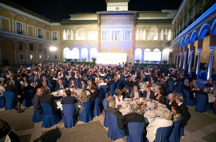 Vista general que ofrecía el Patio de la Montería del Real Alcázar de Sevilla, donde se celebra tradicionalmente la cena de gala del Premio de Novela Fernando Lara. © Luis Serrano / JUAN CARLOS CAZALLA