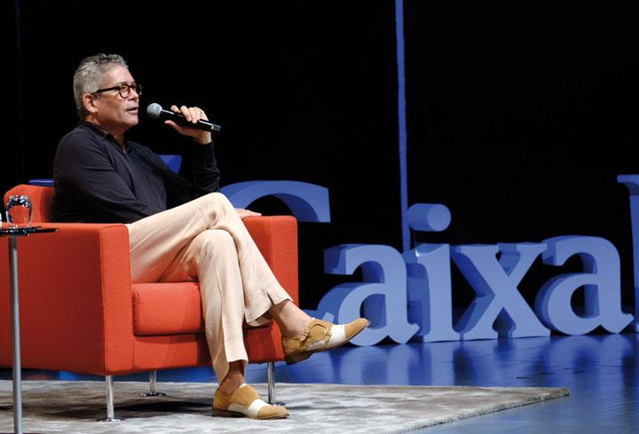 Boris Izaguirre durante su intervención en CaixaForum Sevilla. © Luis Serrano