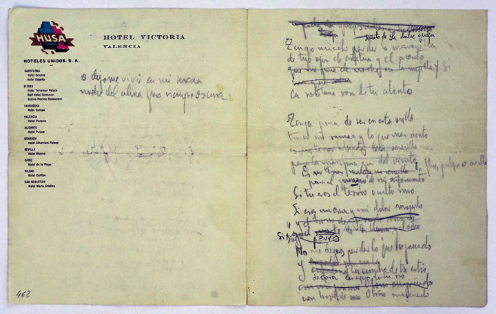 """Soneto de la dulce queja, 1935-1936. Papel de carta formando un cuadernillo de dos hojas escritas. Contiene: """"Soneto de la dulce queja"""", """"Llagas de amor"""" y """"Soneto de la carta"""". Autógrafo en verso. © Fundación Federico García Lorca"""
