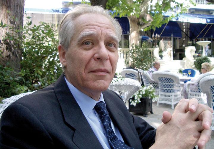 Guillermo Carnero.